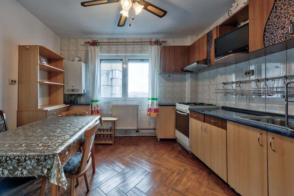 Apartament mobilat si utilat complet, cu loc de parcare
